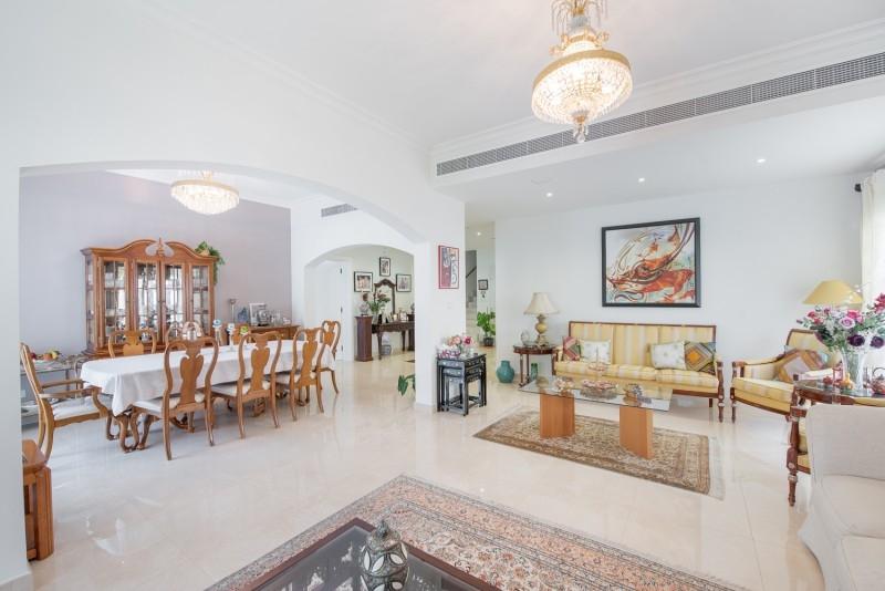 5 Bedroom Villa For Sale in  Meadows 6,  Meadows | 1