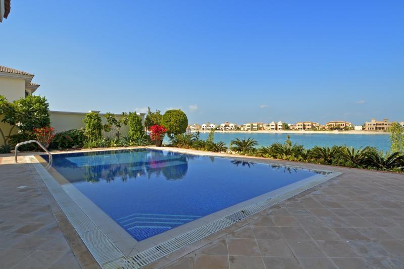 6 Bedroom Villa For Sale in  Signature Villas Frond E,  Palm Jumeirah | 2