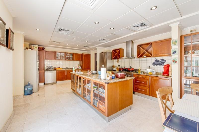 6 Bedroom Villa For Sale in  Meadows 8,  Meadows | 7