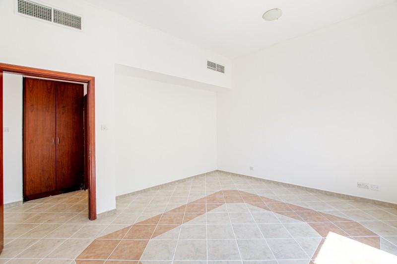 5 Bedroom Villa For Sale in  Family Villas,  Green Community   5