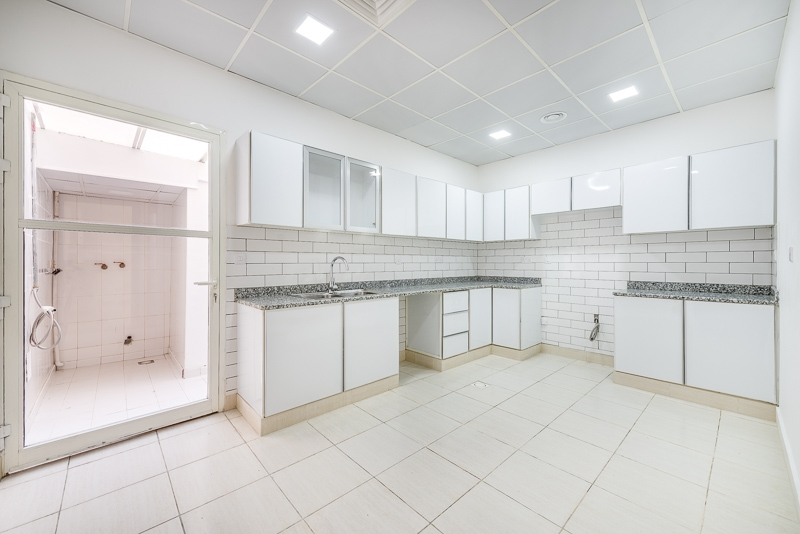 4 Bedroom Villa For Rent in  Umm Suqeim 2,  Umm Suqeim | 5