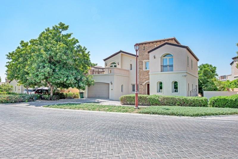 5 Bedroom Villa For Rent in  Sienna Lakes,  Jumeirah Golf Estates   0