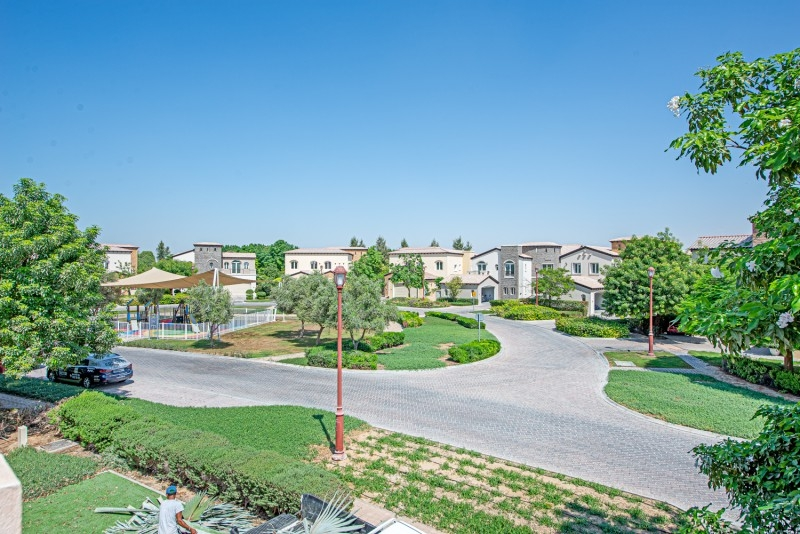 5 Bedroom Villa For Rent in  Sienna Lakes,  Jumeirah Golf Estates   16