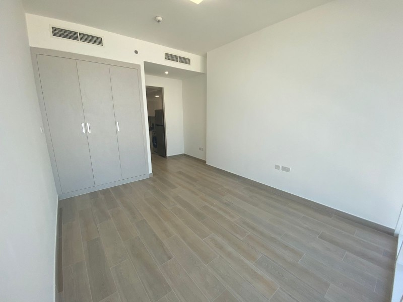 Studio Apartment For Rent in  Bloom Towers,  Jumeirah Village Circle   4
