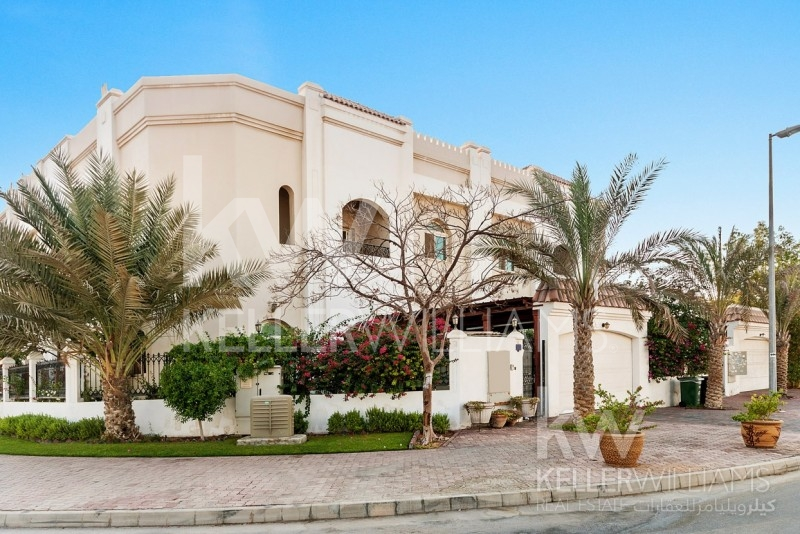 Indoor Garden,  Beautiful , Cosy Villa In Jumeirah,  With Extra Family Living Area.