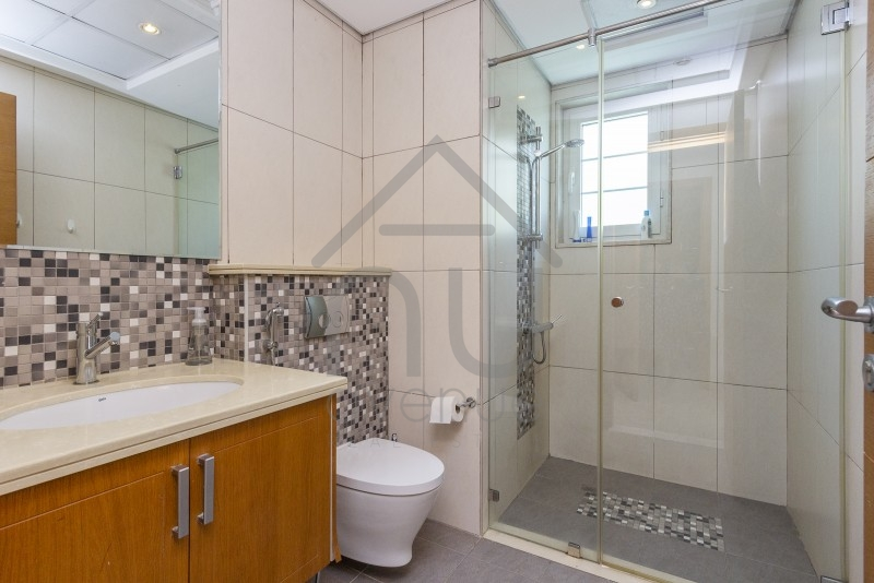 Immaculate In Demand 3 Bed Large   District 6