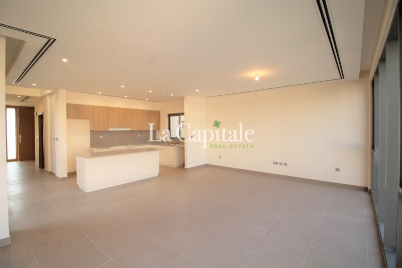 Exquisite 4 Beds Villa | Single Row | Vacant