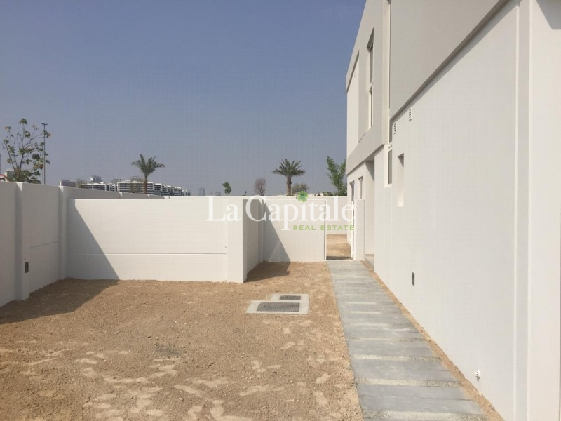 5 Bed+ Maids   Huge Plot   Close to Pool